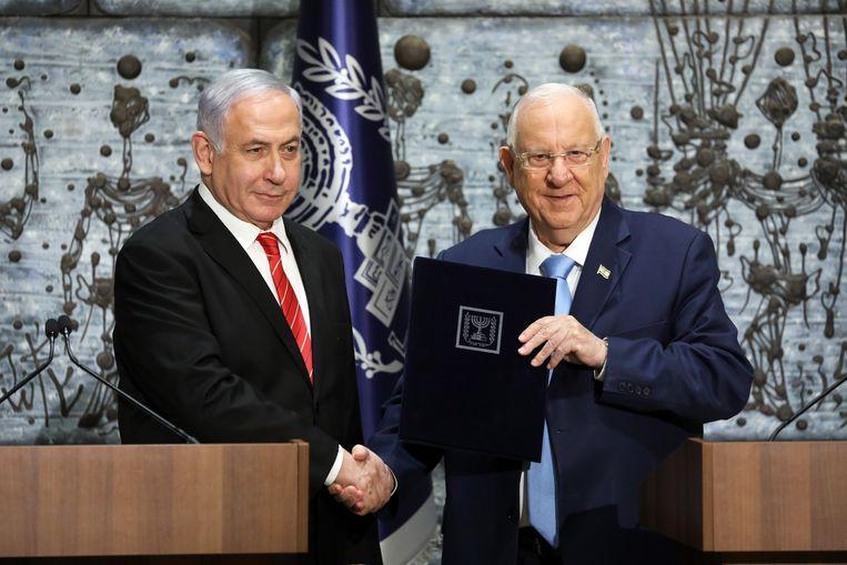 President Reuven Rivlin (r) en premier Benjamin Netanyahu Beeld EPA