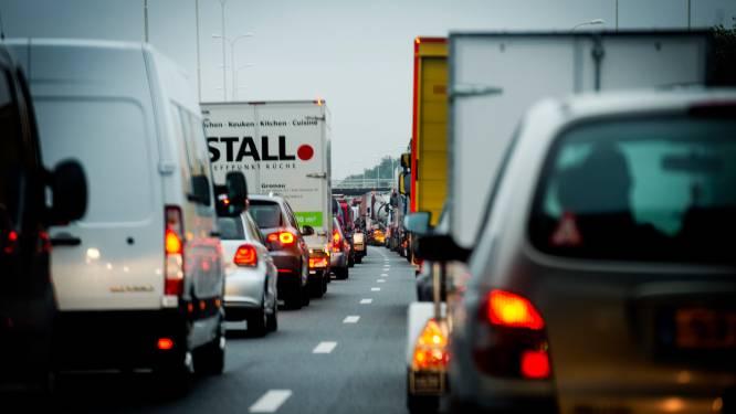 Rijbanen A1 bij Apeldoorn weer vrijgegeven na kettingbotsing