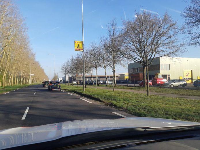 De wachttijd bij de milieustraat in Klundert is opgelopen tot twee uur.