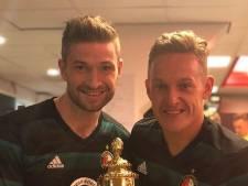 Feyenoord viert feest, geestig één-tweetje met umpire