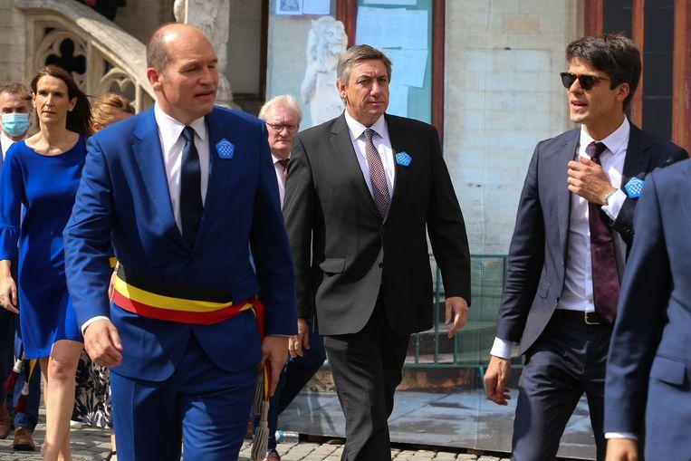 Premier Sophie Wilmès, Brussels burgemeester Philippe Close, Vlaams minister-president Jan Jambon en Vlaams minister voor Jeugd, Media en Brusselse aangelegenheden Benjamin Dalle tijdens het feest op 11 juli. Beeld BELGA