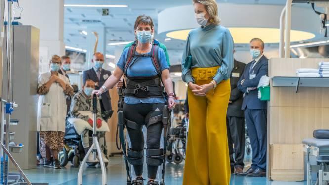 """Koningin Mathilde bezoekt patiënten revalidatiecentrum: """"Het leven herwinnen is een gunst. Te weten hoe, is een kunst"""""""