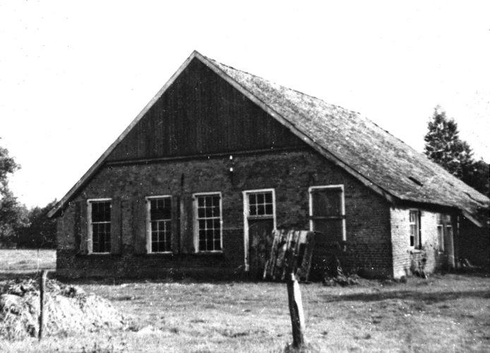De lege boerderij De Bark bij Dinxperlo waar op het eind van de oorlog een verzetsgroep zat.
