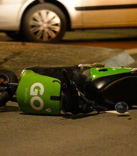 Scooterrijder komt lelijk ten val in Breda, bestuurder met onbekend letsel naar ziekenhuis