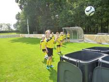 Penalty schieten voor de bokaal tijdens voetbaldagen in Schijndel