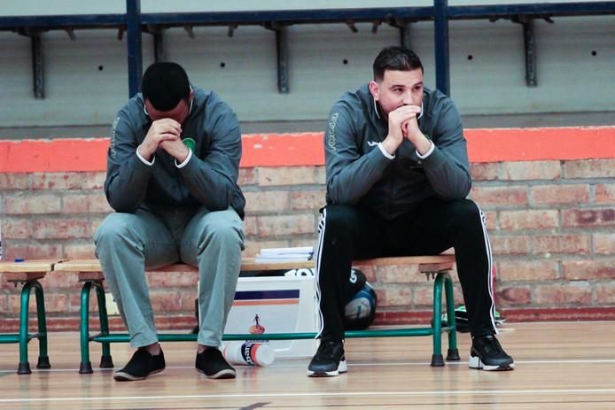 De gemoedstoestand van trainer Azdine Boufrahi (rechts) van Groene Ster 2 was vrijdagavond 180 procent gedraaid in vergelijking met de vorige topduels.