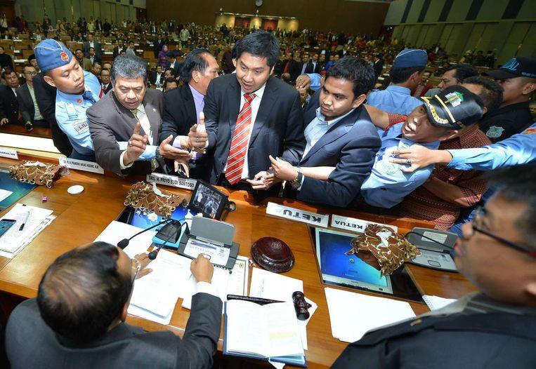 Ophef in het Indonesisch parlement na de stemming over aanpassing van de kieswet Beeld afp