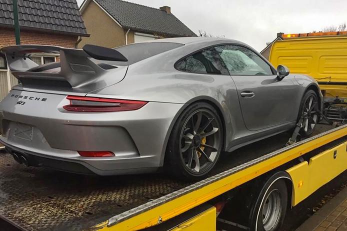 De FIOD heeft in Brabant dure auto's en motoren in beslag genomen