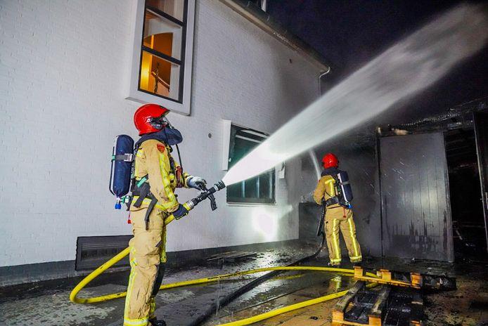Veel schade aan twee woningen in Eindhoven na brand.