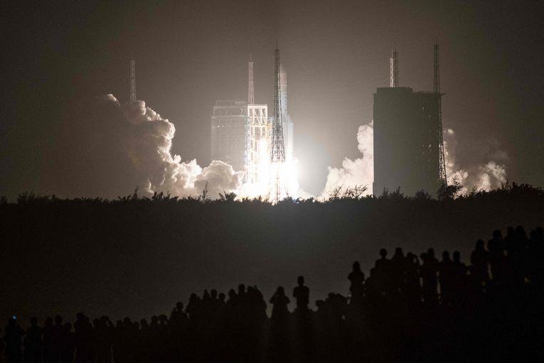 De raket die dit weekend terugkeert op aarde bij zij lancering.  Beeld AFP