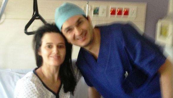 Alison France en haar chirurg Munjed Al Muderis die Irak ontvluchtte en per boot aankwam in Australië.