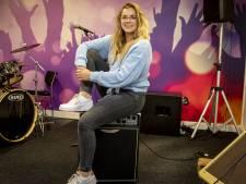 Zangles van Ylse uit Holten helpt bij angst of stress: 'Eigen onzekerheid overwonnen'