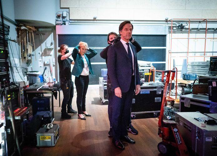 Sigrid Kaag (D66) en Mark Rutte (VVD) voorafgaand aan het debat van EenVandaag.