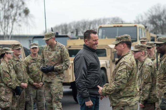 Richard Grenell en Amerikaanse soldaten in Duitsland.