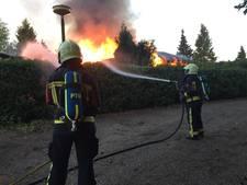 Vlammenzee verwoest chalets op vakantiepark bij Putten