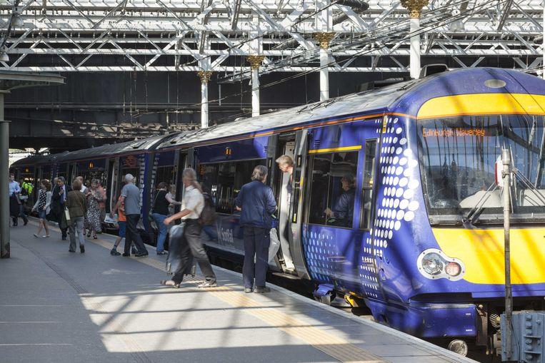 Een Abellio trein op een station in Schotland.  Beeld ANP Handouts