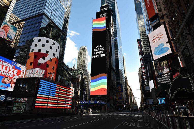 Een reclamezuil op Times Square in New York met de tekst 'All Black Lives Matter'.  Beeld AFP