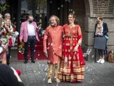 Bijzonder huwelijk in bizarre tijd: Henk en Lizan Zonneveld trouwen in Hindoestaanse kleding