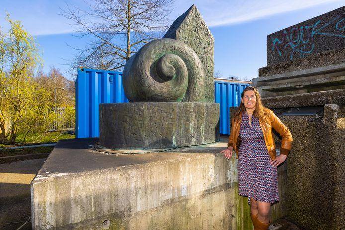 Al jaren staat het kunstwerk op de gemeentewerf. Raadslid Annelies Pouw hoopt dat er gauw weer plek voor is in de openbare ruimte. Van haar mogen bewoners ook best meedenken.