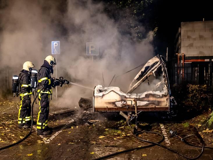 Caravan in vlammen op in Tilburg