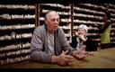 Gilbert Cardon en zijn vrouw Josine voor hun pronkstuk: een unieke collectie van liefst 6.000 verschillende soorten zaden - alles eetbaar.