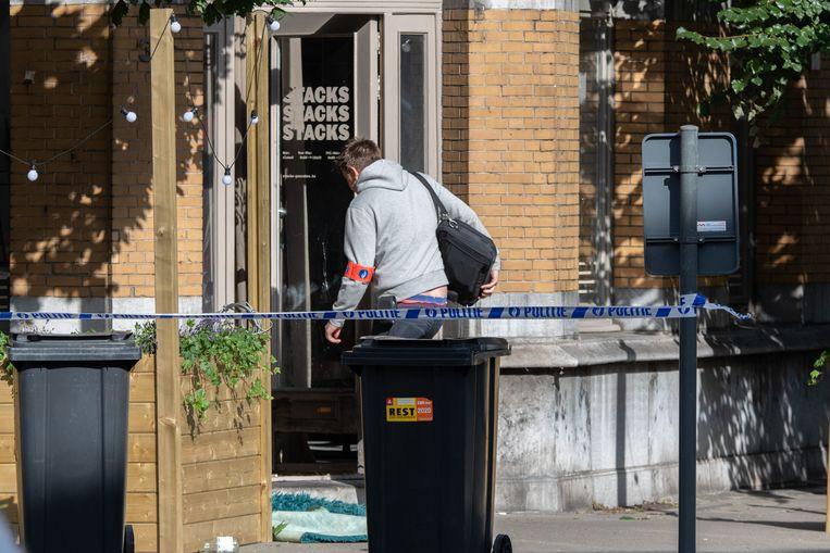 De handgranaat ontplofte aan de voordeur van pannenkoekenhuis Stacks.