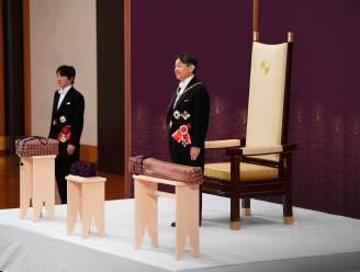 Japanse keizer Naruhito bestijgt de troon