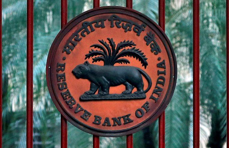 De poort van de centrale bank van India, dat staatsleningen gaat opkopen om de rente naar beneden te duwen. Beeld Reuters