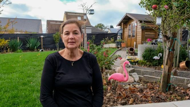 """Vijf jaar nadat aannemer hun tuin omwoelde en met noorderzon verdween, wachten Mia en Marc nog steeds op 26.000 euro schadevergoeding: """"Maar o wee als wij eens een boete niet zouden betalen..."""""""