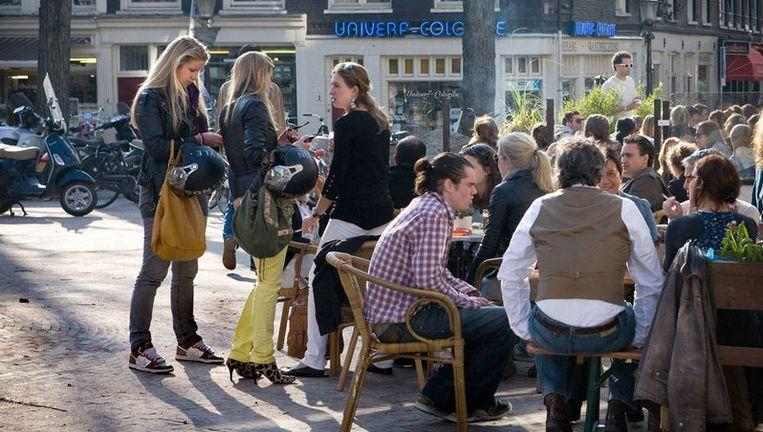 Ook de PvdA wil het staverbod op caféterrassen officieel te schrappen. Foto Floris Lok Beeld
