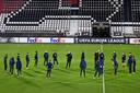epa08841685 Players from AZ Alkmaar during practice on the eve of the UEFA Europa League match against Real Sociedad at the AFAS stadium on November 25, 2020 in Alkmaar, The Netherlands.  EPA/OLAF KRAAK