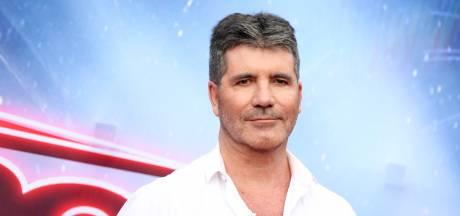 Simon Cowell kan weer lopen na operatie aan gebroken rug