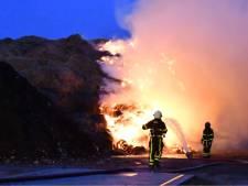 Brandweer lang bezig met blussen brand in composthoop