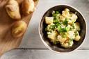 Romige aardappelsalade met mosterd en kipworst