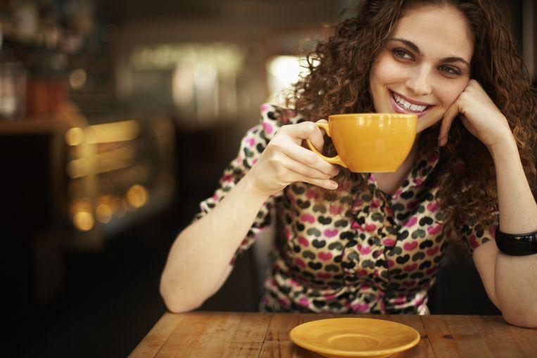 Door 's morgens koffie te drinken, verstoor je de aanmaak van cortisol. Beeld THINKSTOCK