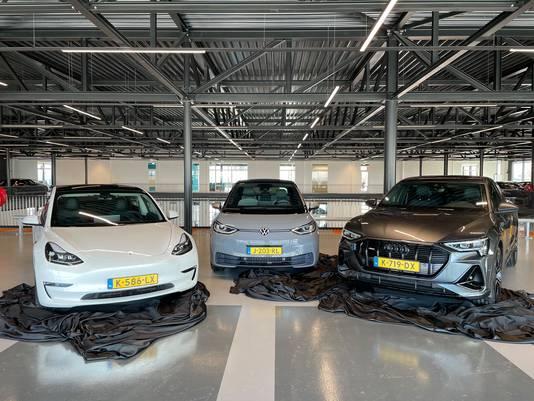 Tesla is de heerschappij op de markt voor elektrische auto's kwijt, van links naar rechts: Tesla Model 3, VW ID.3 en Audi E-tron.