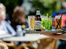 Bieden op het eerste biertje, diner en knipbeurt: 'We zoeken nog iemand die eerste dansje op de bar aanbiedt'
