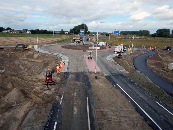 Nieuwe rotonde bij knooppunt Zwartenhoek bij de Tractaatweg.