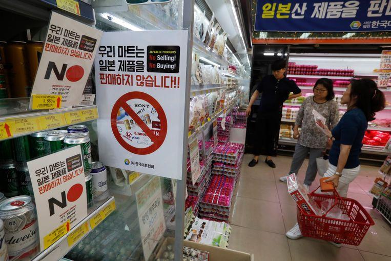 In deze supermarkt in Seoul, Zuid-Korea, worden consumenten opgeroepen geen Japanse producten te kopen.  Beeld AP