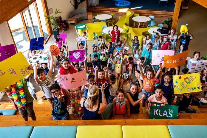 Kinderen uit de Rivierenwijk komen graag naar de zomerschool. Hoogtepunt van dit jaar: een libdub op de muziek van Kinderen van Kinderen.