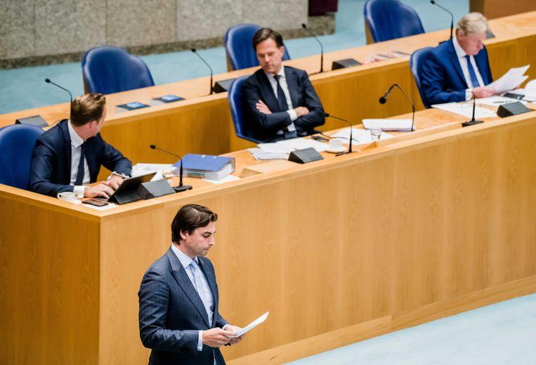 Premier Rutte, minister Hugo de Jonge van Volksgezondheid, minister Martin van Rijn van Medische Zorg en FvD-leider Thierry Baudet tijdens het debat.  Beeld ANP