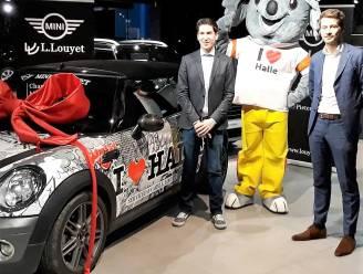Gewrapte Mini Cabrio zet 'I Love Halle'-campagne extra in de kijker