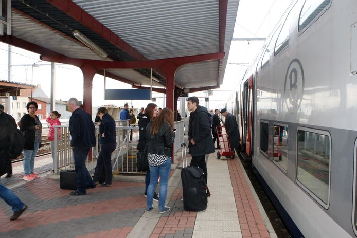 Het treinverkeer zal dit weekend zware hinder ondervinden.