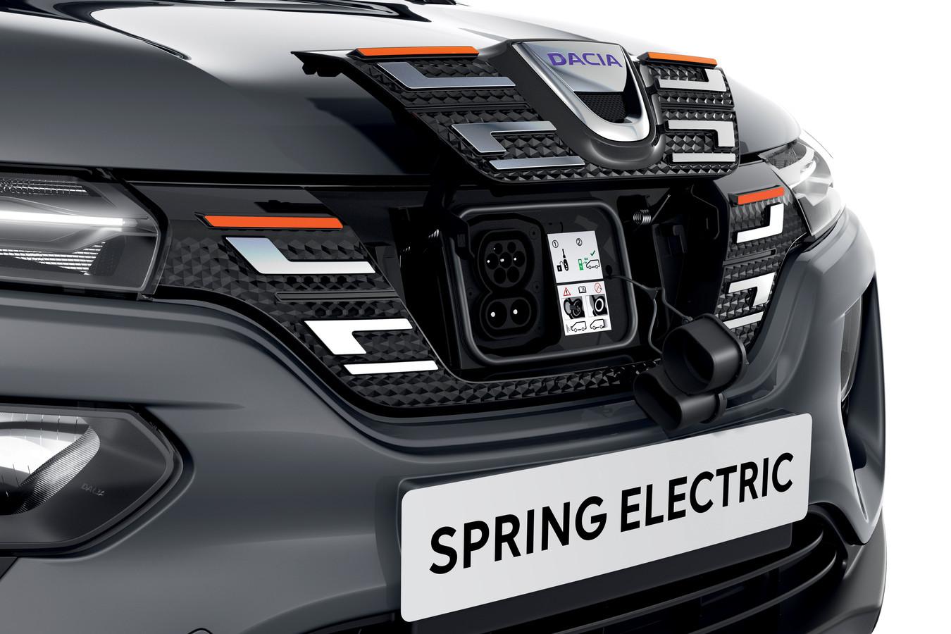 Een DC-snellader (de onderste twee 'laadpuntjes') is optioneel en dan nog laadt de Spring minder snel dan veel andere elektrische auto's.