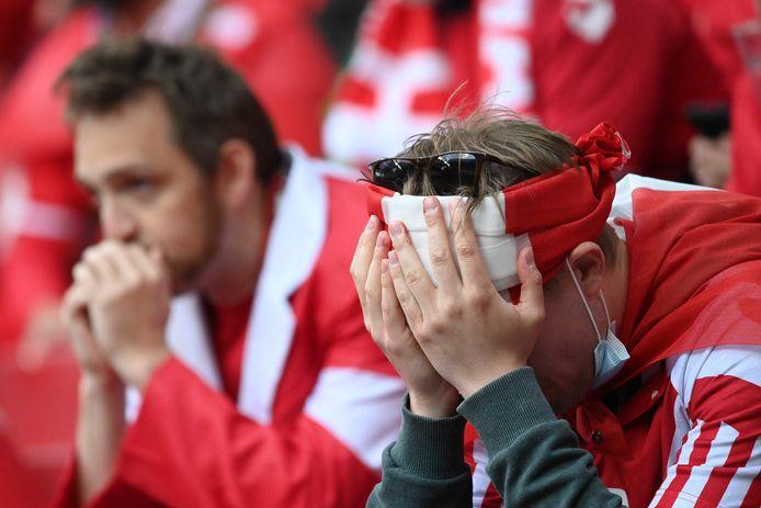 Fans in ongeloof na het onwel worden van Christian Eriksen.