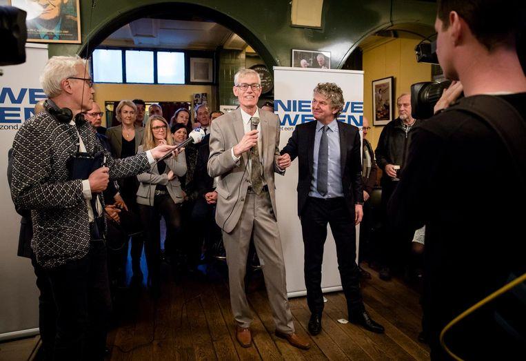 Lijsttrekker Alfred Oosenbrug (M) en Jacques Monasch (R) tijdens de bekendmaking van de kandidatenlijst van de nieuwe partij Nieuwe Wegen. Beeld anp