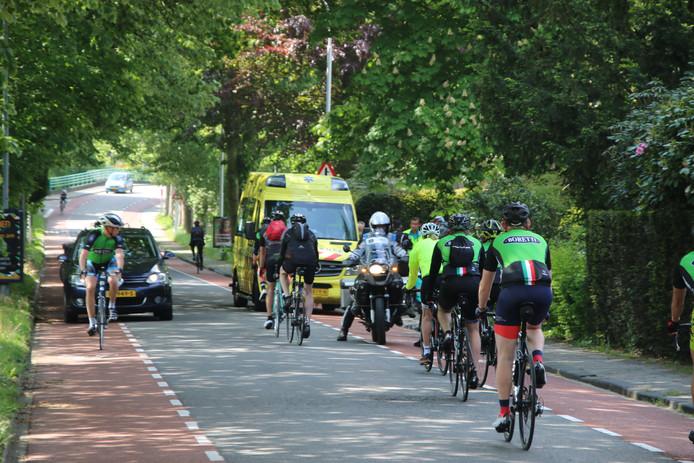 Bij een valpartij op de Dreijenseweg in Oosterbeek is zaterdagochtend een fietser gewond geraakt.