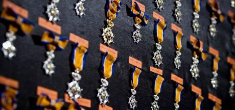 Burgemeester verrast vijf Voorstenaren met eervolle onderscheiding 'Lid in de Orde van Oranje Nassau'