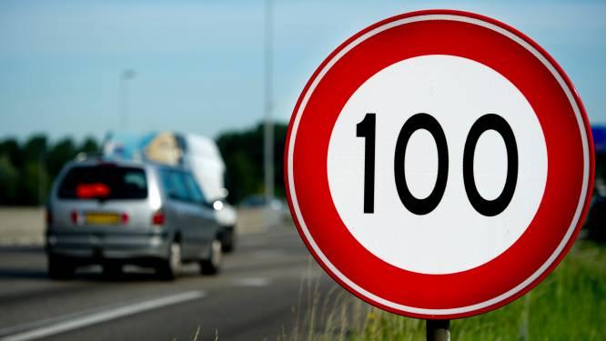 Helft automobilisten zegt harder dan 100 km te blijven rijden
