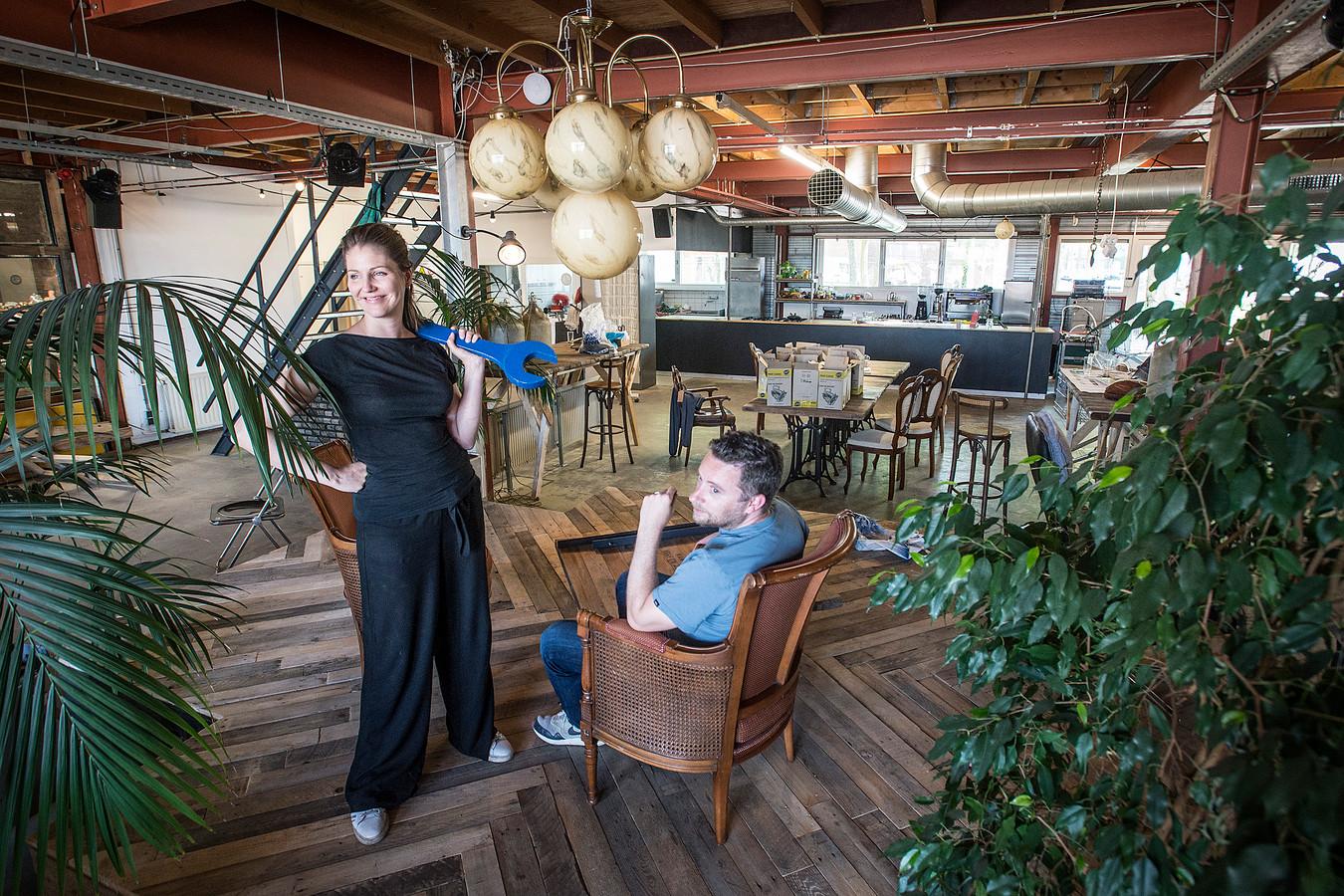 Mei 2018: Lisette Spee en Michiel van der Zanden in het vernieuwde Electron met galeriecafe MotMot.